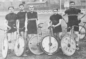 Edmond Frans (middle) and his first team Vitry